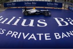 Eine Formula E und logo Julius Baer Bank
