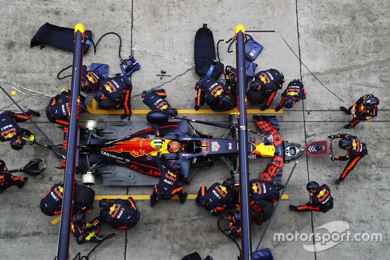 Max Verstappen, Red Bull Racing RB13, makes a stop
