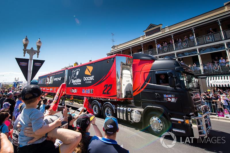Transporter, Walkinshaw Racing