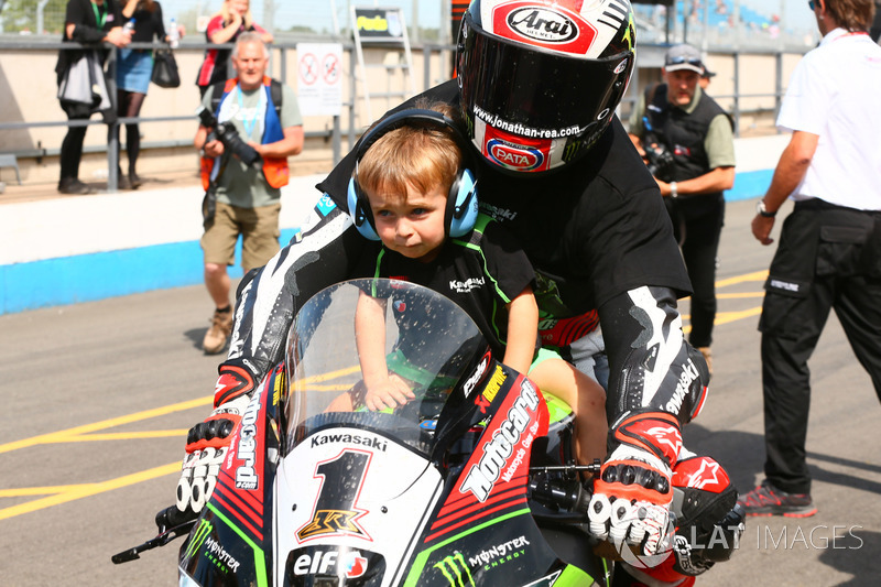 Race winner Jonathan Rea, Kawasaki Racing with his son