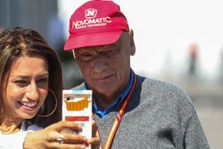 Niki Lauda, Mercedes AMG F1 Non-Executive Chairman fans selfie