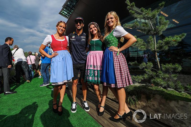 Даніель Ріккардо, Red Bull Racing та дівчата