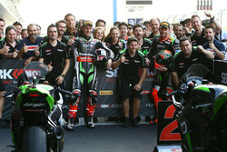 Race winner Jonathan Rea, Kawasaki Racing, second place Tom Sykes, Kawasaki celebrate with the team