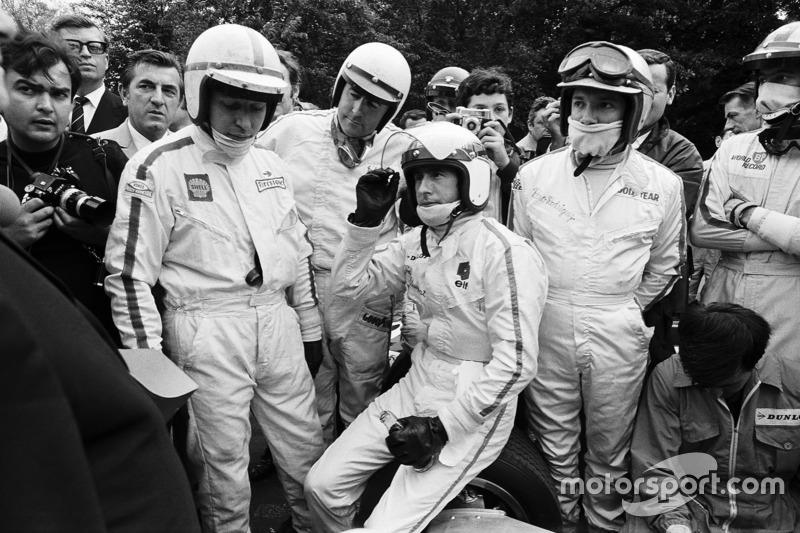 Брифінг гонщиків на Гран Прі Франції 1968 року