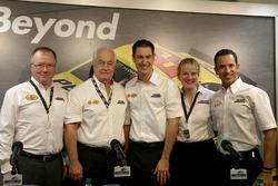 Colin Abraham, Shell; Roger Penske, Teamowner Team Penske; Joey Logano, Team Penske; Sydney Kimball, Shell, Helio Castroneves; Team Penske