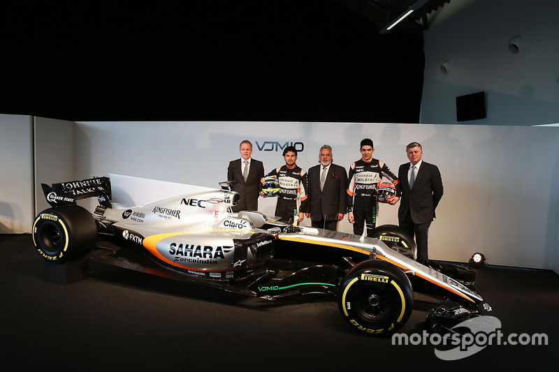 Andrew Green, Sergio Perez, Vijay Mallya, Esteban Ocon, Alfonso Celis Jr., Otmar Szafnauer und der Force India VJM10