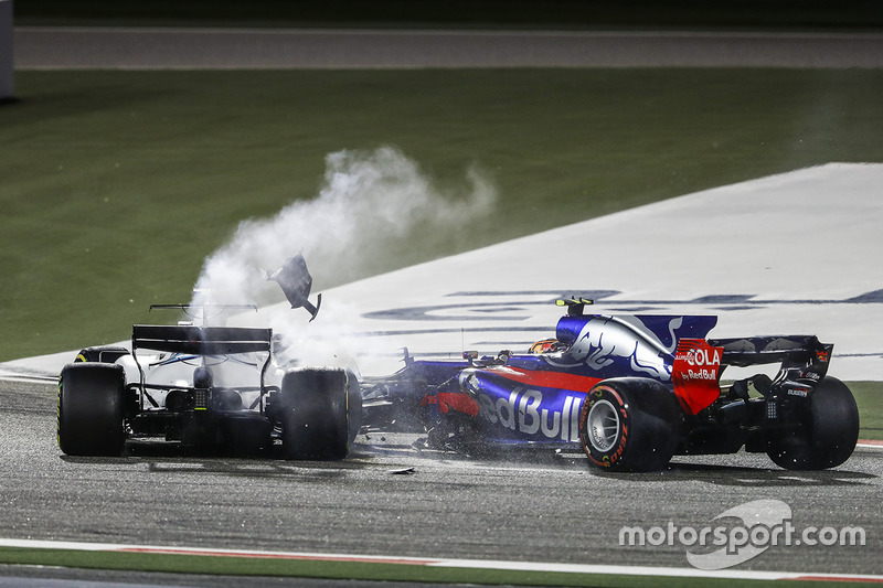 9. Lance Stroll, Williams FW40, Carlos Sainz Jr., Toro Rosso STR12, collide and retire