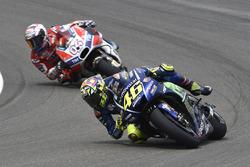 Valentino Rossi, Yamaha Factory Racing, almost crashing