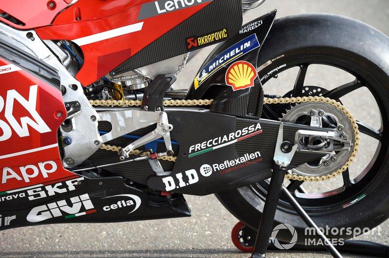 Detalle del basculante de la Ducati