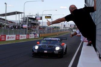 Переможець #912 EBM Porsche 911 GT3-R: Метт Кемпбелл