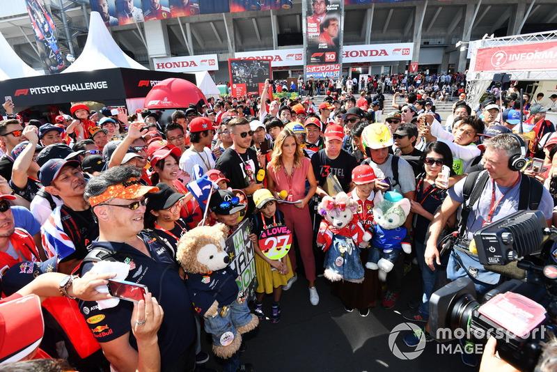 Lukas Podolski, Footballer and fans