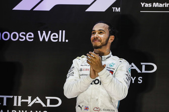 Lewis Hamilton, Mercedes AMG F1, 1° classificato, sul podio
