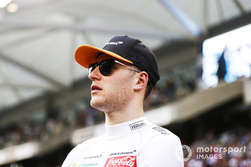 Vandoorne is informed of chances of rain on the grid