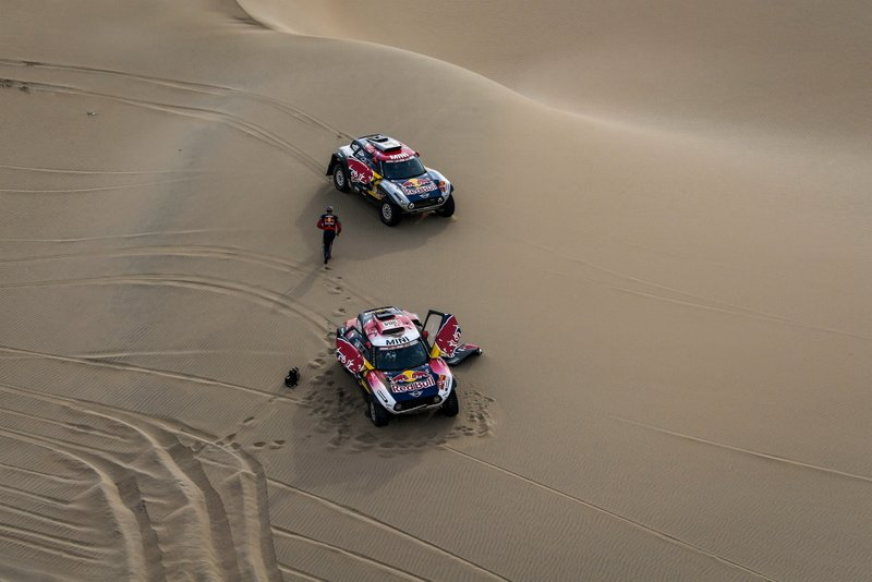 Сириль Депре и Жан-Поль Коттре (№308), Стефан Петерансель и Давид Кастера, X-raid MINI JCW Rally Team, MINI JCW Buggy (№304)