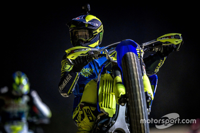MOTO GP 2019 COMPÉTITIONS - Page 2 Valentino-rossi-in-action-1