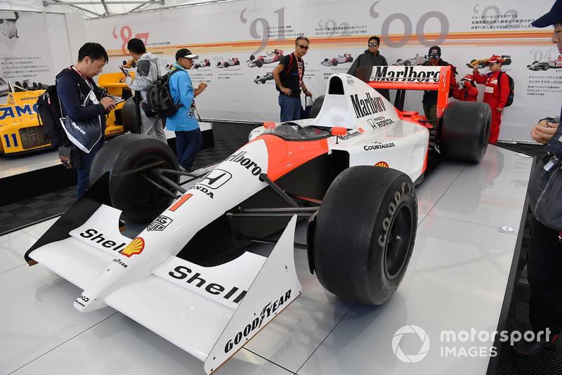 Автомобиль McLaren Honda MP4/7A