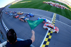 Start: Ryan Blaney, Wood Brothers Racing Ford leads