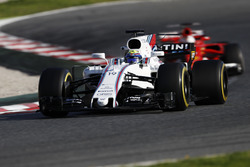 Felipe Massa, Williams FW40; Sebastian Vettel, Ferrari SF70H