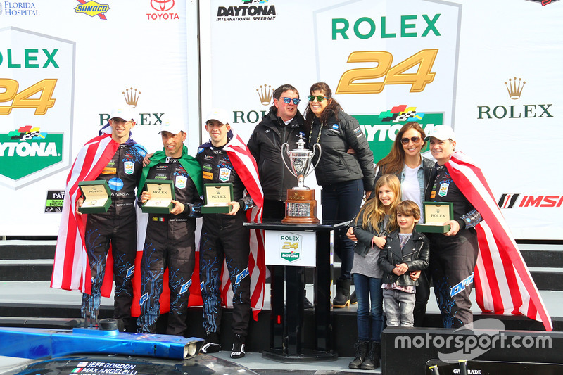 Podium: winnaars Ricky Taylor, Jordan Taylor, Max Angelelli, Jeff Gordon, Wayne Taylor Racing