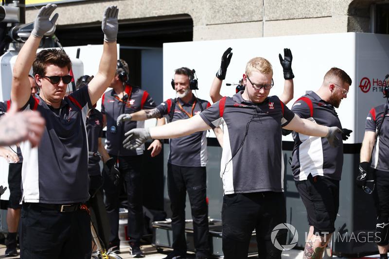 Haas F1 Team, Teammitglieder machen Gynamstik