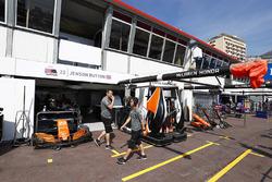 Box von Jenson Button, McLaren