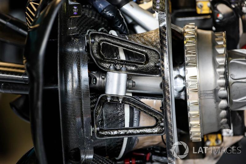Red Bull Racing RB13 detalle del eje de rueda