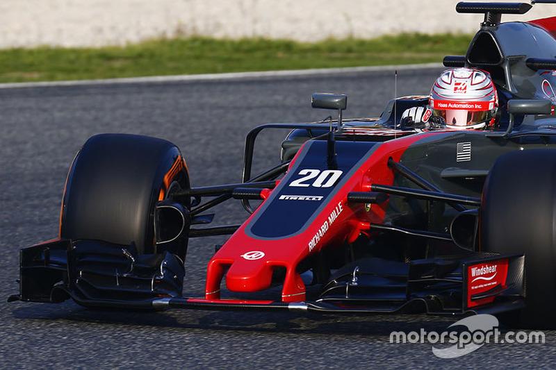 12º Kevin Magnussen, Haas VF-17 F1 Team, 1:22.204,superblandos, (121 vueltas)