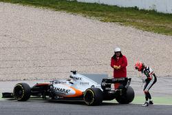 Esteban Ocon, Sahara Force India F1 VJM10 s'arrête en piste