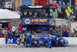 Chase Elliott, Hendrick Motorsports Chevrolet pit stop