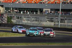 Rob Huff, Leopard Racing Team WRT, Volkswagen Golf GTi TCR leads