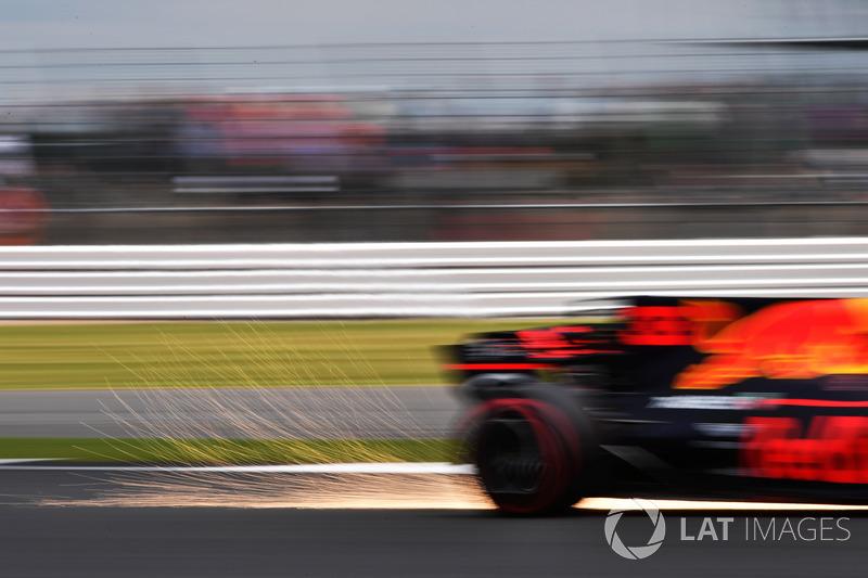 Max Verstappen, Red Bull Racing RB13 chispas