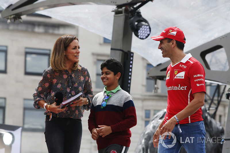 Marc Gene, Ferrari-Testfahrer; Natalie Pinkham, Sky Sports F1