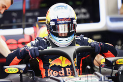 Daniel Ricciardo, Red Bull Racing RB13, halo