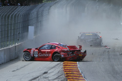 #99 Gainsco/Bob Stallings Racing Porsche 911 GT3 R: Jon Fogarty, #93 RealTime Racing Acura NSX GT3: Peter Kox, crash