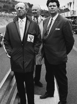1971: Tim Parnell, Yardley BRM, Teammanager, mit BRM-Gründer Raymond Mays