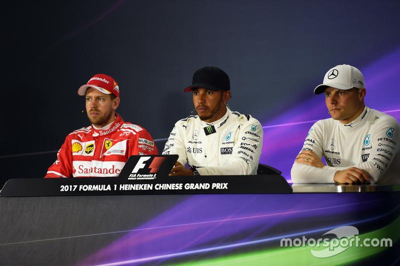 Sebastian Vettel, Ferrari, Lewis Hamilton, Mercedes AMG F1 y Valtteri Bottas, Mercedes AMG F1