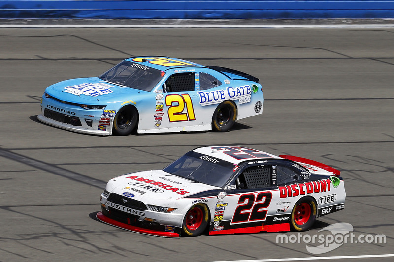 Joey Logano, Team Penske, Ford; Daniel Hemric, Richard Childress Racing, Chevrolet