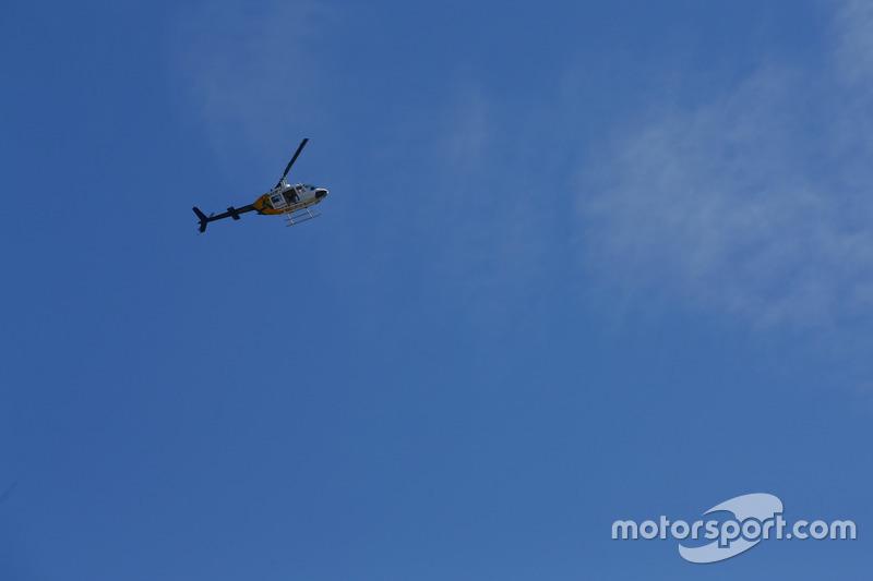 Hubschrauber mit LAT-Fotograf Sam Bloxham