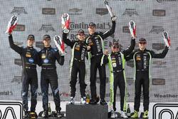 Подіум: переможці Піпо Дерані, Йоханнес ван Овербек, Tequila Patron ESM, на другому місці Рікі Тейлор, Джордан Тейлор, Wayne Taylor Racing, на третьому місці Скотт Шарп, Райан Делзіл, Tequila Patron ESM