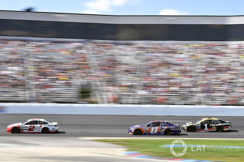 Brad Keselowski, Team Penske Ford, Denny Hamlin, Joe Gibbs Racing Toyota, Jamie McMurray, Chip Ganassi Racing Chevrolet