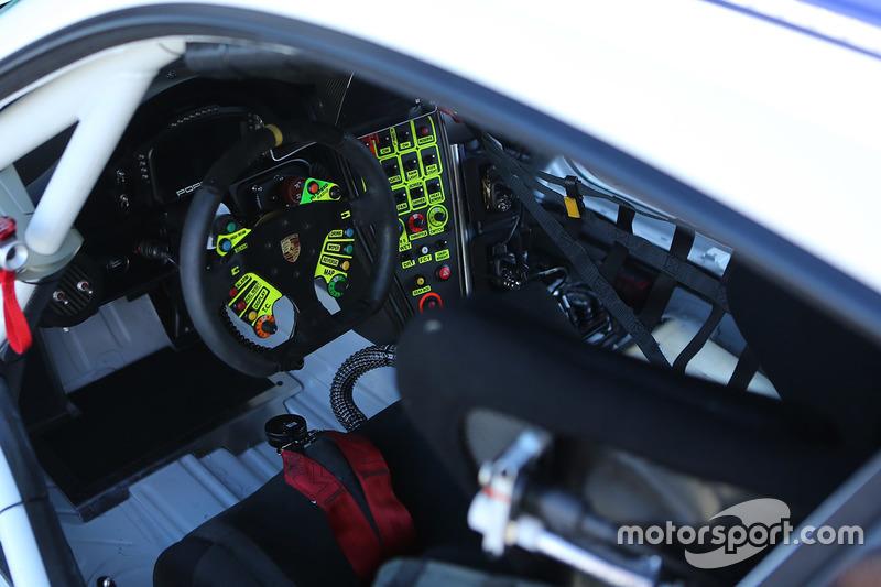 #54 CORE autosport Porsche 911 GT3R volante