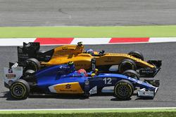 Фелипе Наср, Sauber C35 и Джолион Палмер, Renault Sport F1 Team RS16