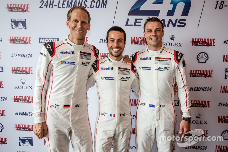 #92 Porsche Motorsport Porsche 911 RSR: Йорг Бергмайстер, Фредерік Маковєцкі та Ерл Бамбер