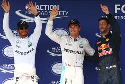 Poleman Nico Rosberg, Mercedes AMG F1, segundo clasificado Lewis Hamilton, Mercedes AMG F1, tercero clasificado Daniel Ricciardo, Red Bull Racing