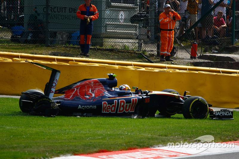 Carlos Sainz Jr., Scuderia Toro Rosso STR11 si ritira dalla gara
