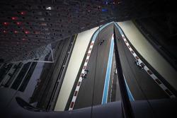 Lewis Hamilton, Mercedes AMG F1 W08, Kevin Magnussen, Haas F1 Team VF-17