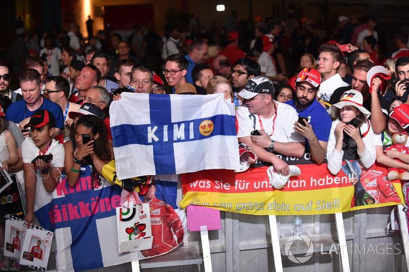 Kimi Raikkonen, Ferrari fans y banners