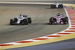 Лэнс Стролл, Williams FW41, Серхио Перес, Sahara Force India F1 VJM11, и Сергей Сироткин, Williams FW41