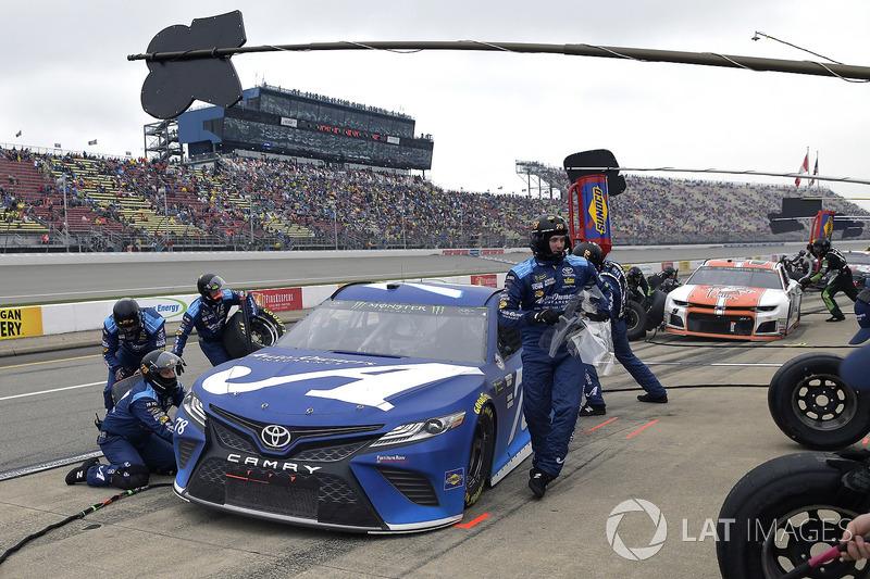 Martin Truex Jr., Furniture Row Racing, Toyota Camry Auto-Owners Insurance
