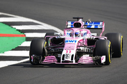 Sergio Perez, Force India VJM11 collides with a bird